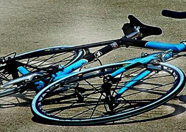 Tortiano, auto contro bici. Il ciclista finisce in Rianimazione
