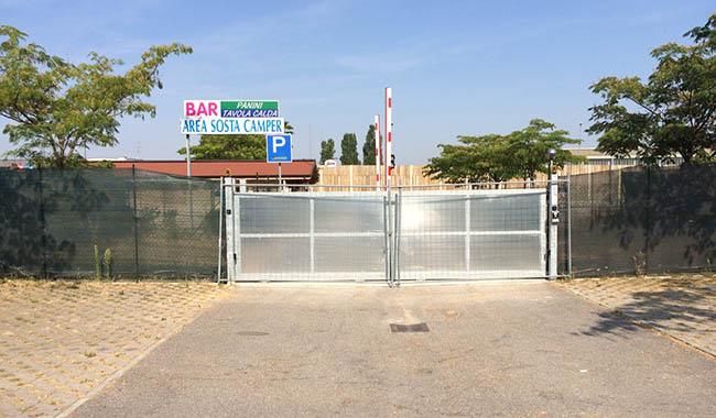 Area sosta camper? Trovi un cancello chiuso!