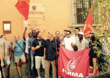 """I lavoratori di Pali Italia  """"occupano"""" via della Repubblica"""