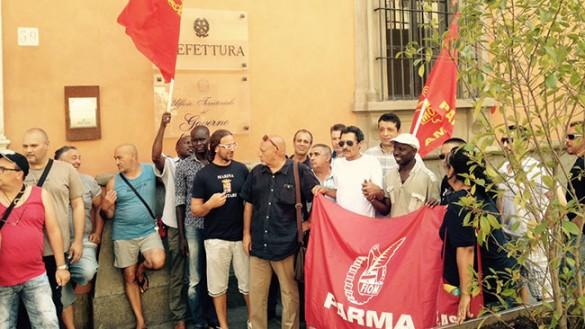 I lavoratori di Pali Italia manifestano per il posto di lavoro