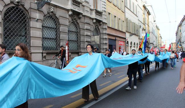 """La marcia: """"Parma accoglie, non respinge!"""""""