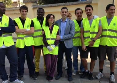Il Comune, ancora volontari per ripulire i muri, ora i profughi