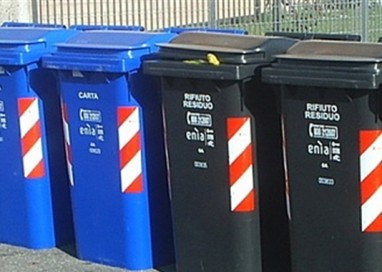 Riportare i cassonetti in città: al via la raccolta firme