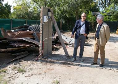 Inizia la demolizione delle case abusive nel Baganza