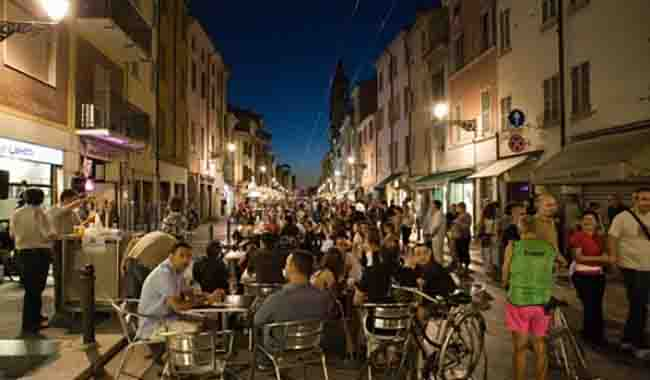 Via D'Azeglio, i residenti non vogliono le feste in strada