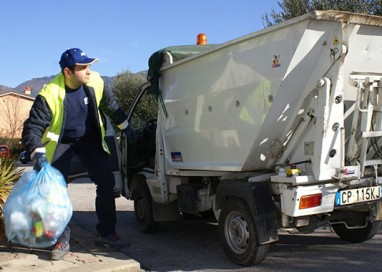 "I ""poliziotti"" dei rifiuti. Iren dà 700 mila euro: esposto"