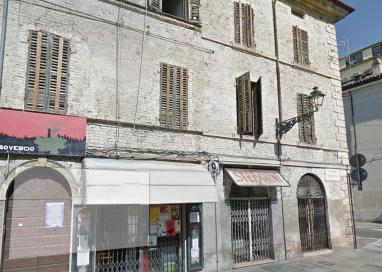 Bando negozi via Garibaldi: assegnato il 40% su 100mila