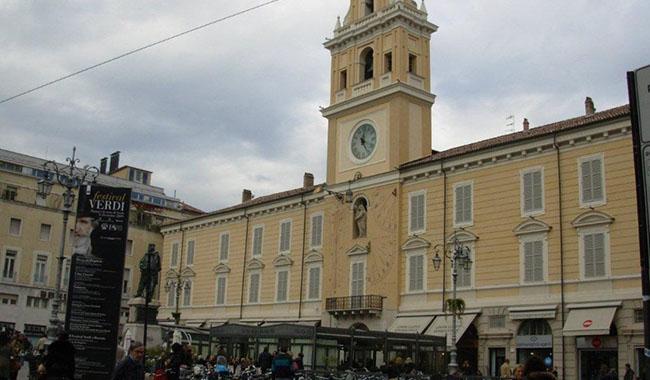 Antipasto di Ferragosto ok: a Parma negozi aperti e turisti