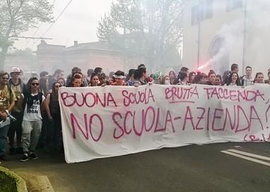 Studenti in piazza contro la Buona Scuola di Renzi