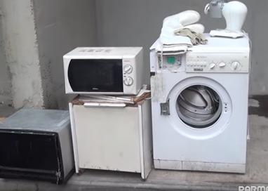 VIDEO. Il degrado degli appartamenti del Comune