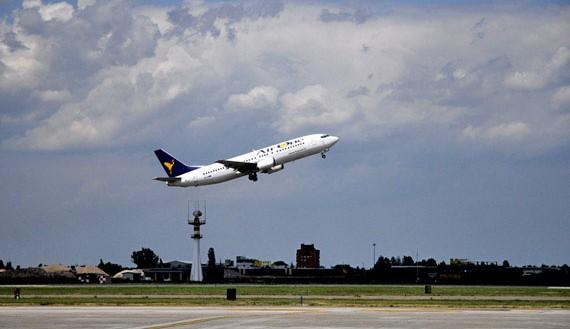 Aeroporto. Salta il volo Parma – Cagliari: caos e disagi