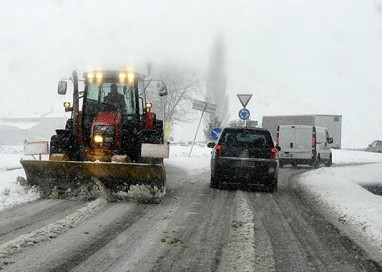 Raggiunti i cinque cm di neve, operativo il piano del Comune