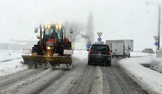Piano neve operativo nella notte: sparse 70 tonnellate di sale