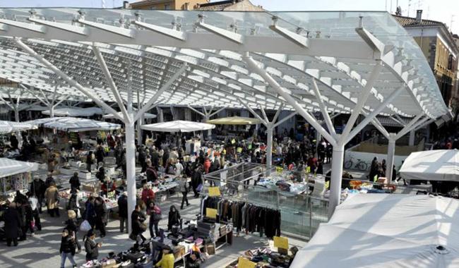 Mercato in Ghiaia, la Polizia ferma cinque borseggiatori