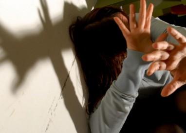 Minaccia la moglie con una cinghia: 48enne denunciato a Capodanno