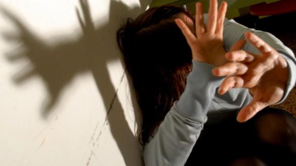 Uomo picchia e minaccia di morte la convivente. Non potrà più avvicinarsi