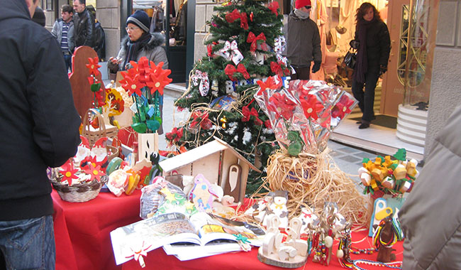 Il mercato Parma Viva in via Garibaldi fa il pienone