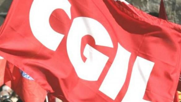 "Sindacati: ""Bollino antifascista simbolo di democrazia"""