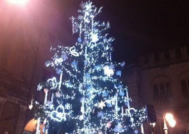 VIDEO. Si accende il Natale. È festa in Piazza Garibaldi