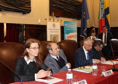 """""""Policy Game"""" a Unipr, ma Poletti non si presenta"""