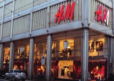 Tentato furto H&M, fermato un minore
