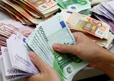 Provano a farsi cambiare un assegno rubato da 100mila euro