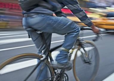 Giovane fermato per guida in stato d'ebbrezza…in bici!