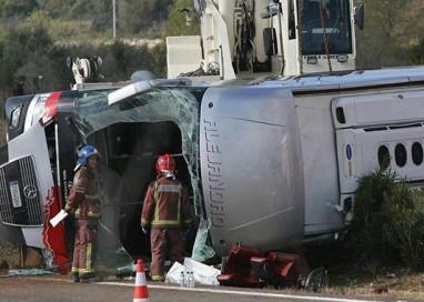 Cordoglio per le ragazze vittime dell'incidente di Tarragona