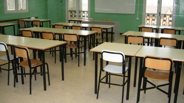 Mezzani: protesta per la sospensione delle maestre