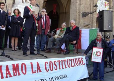 PIZZAROTTI FIRMA PER IL NO ALL'ITALICUM
