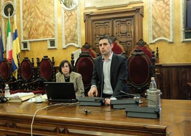 Bilancio di fine mandato, botta e risposta social Cavandoli-Pizzarotti