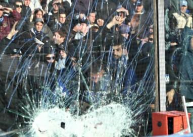 In caso di violenza negli stadi: gara annullata e deferimento delle società