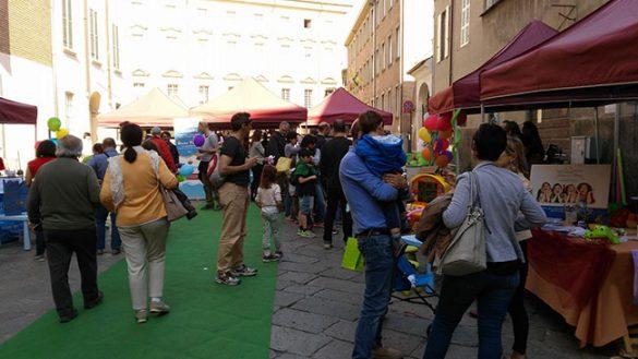 Grande successo della Festa dei Fiori in via Farini