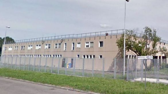 Via Burla, proteste in carcere. Due detenuti si arrampicano sul muro