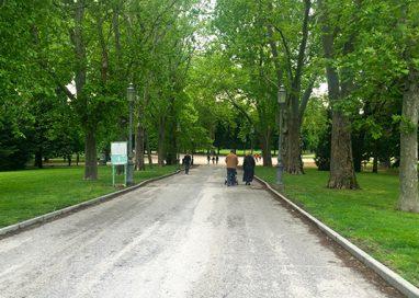 Parco Ducale, coppia picchiata e minacciata con coltello alla gola