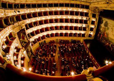 La prima al Teatro Regio: inediti applausi ad una spettatrice