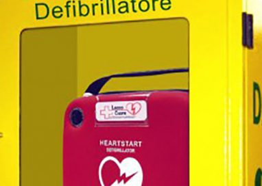 Installato lungo la pista ciclabile un nuovo defibrillatore