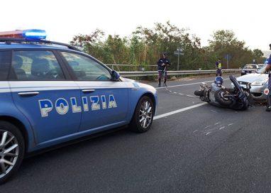 Travolge ciclista in via Burla ma ha la peggio. Grave un motociclista