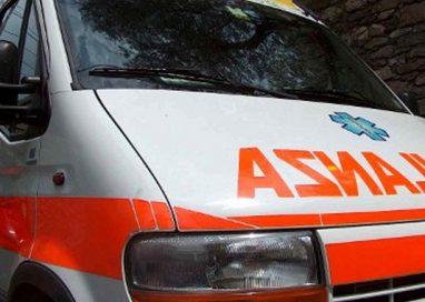 Paurosa caduta sul ponte Collecchio-Medesano: ciclista grave