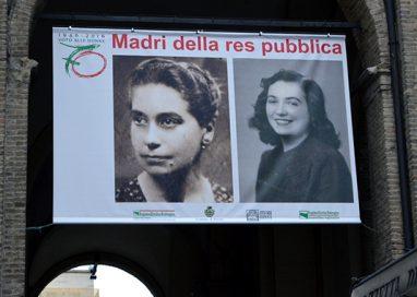 """UNO STENDARDO IN PIAZZA PER CELEBRARE LE """"MADRI DELLA RES PUBLICA"""""""