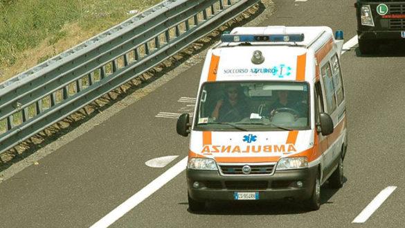 Investito da un camion, muore operaio sull'A15