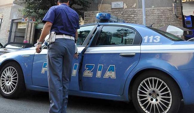 Incidente in via Zarotto, auto si ribalta su una fiancata