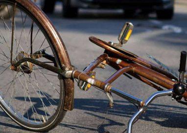 Via La Spezia, anziano in bici travolto sulle strisce pedonali