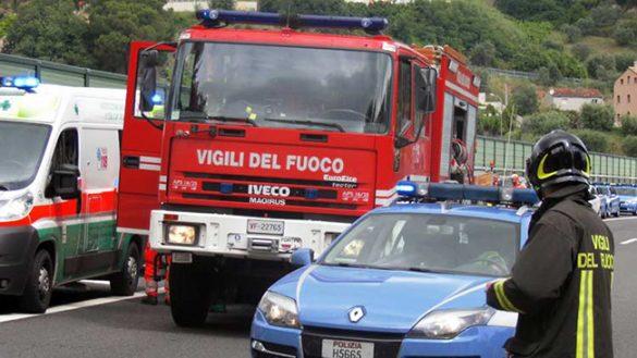 Ponte Taro: camioncino sbanda e si ribalta. Due feriti
