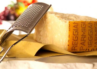 Slow Food pubblica guida su 132 caseifici Parmigiano Reggiano