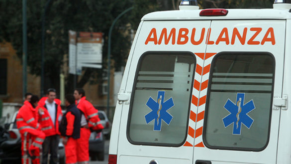 Paura in via D'Azeglio, donna minaccia di lanciarsi dal balcone