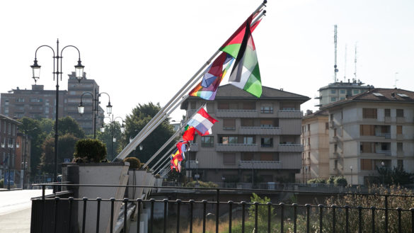 Nuove bandiere sul Ponte delle Nazioni