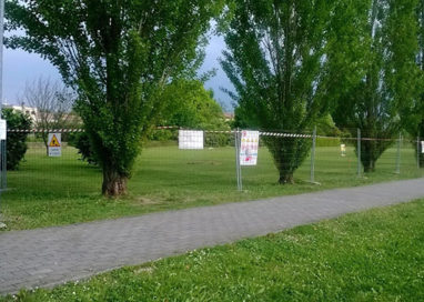 Parco di via Jacobs: stop alla costruzione del campo da calcio fino al 13