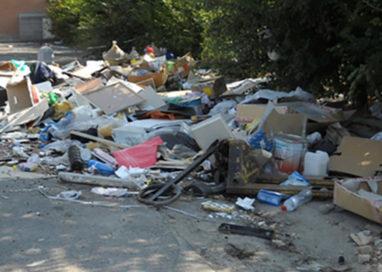 Ex Salamini: emergenza rifiuti