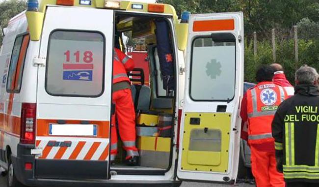 Grave incidente tra due vetture in via Paradigna. 3 feriti